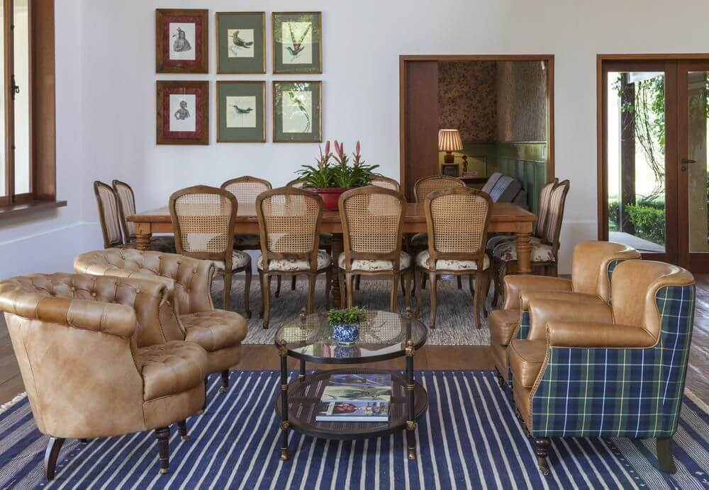Sala de jantar com dois ambientes, um de jantar e outro de descanso Projeto de Ih Designers
