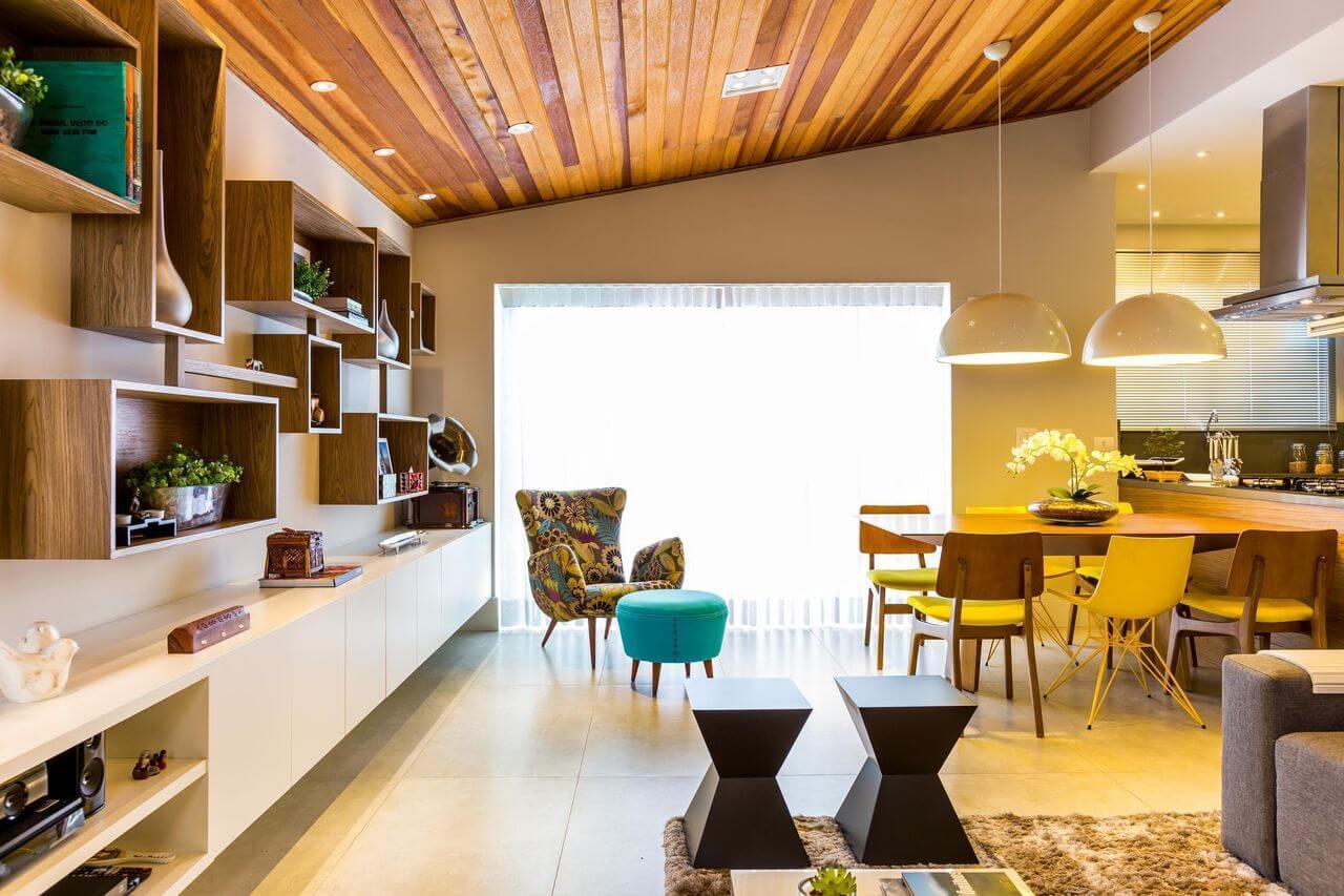 Sala de jantar e estar integradas com tapete definindo os cômodos Projeto de By Arquitetura