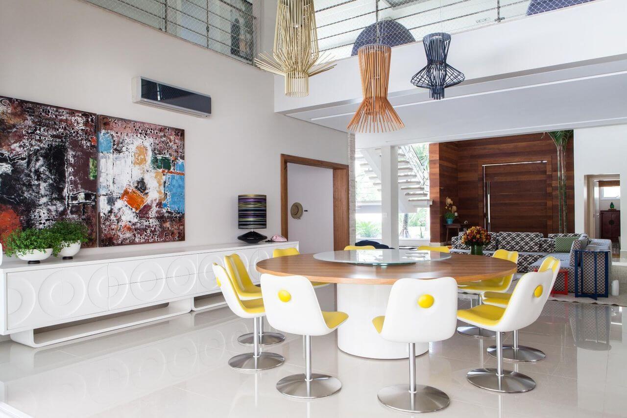 Sala de jantar grande com mesa de jantar redonda Projeto de Olegario de Sá