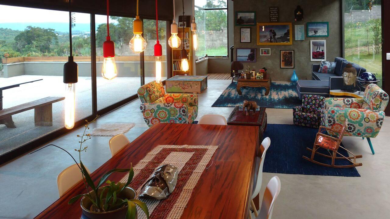 Sala de jantar muito grande com ambientes divididos Projeto de Flavia Medina