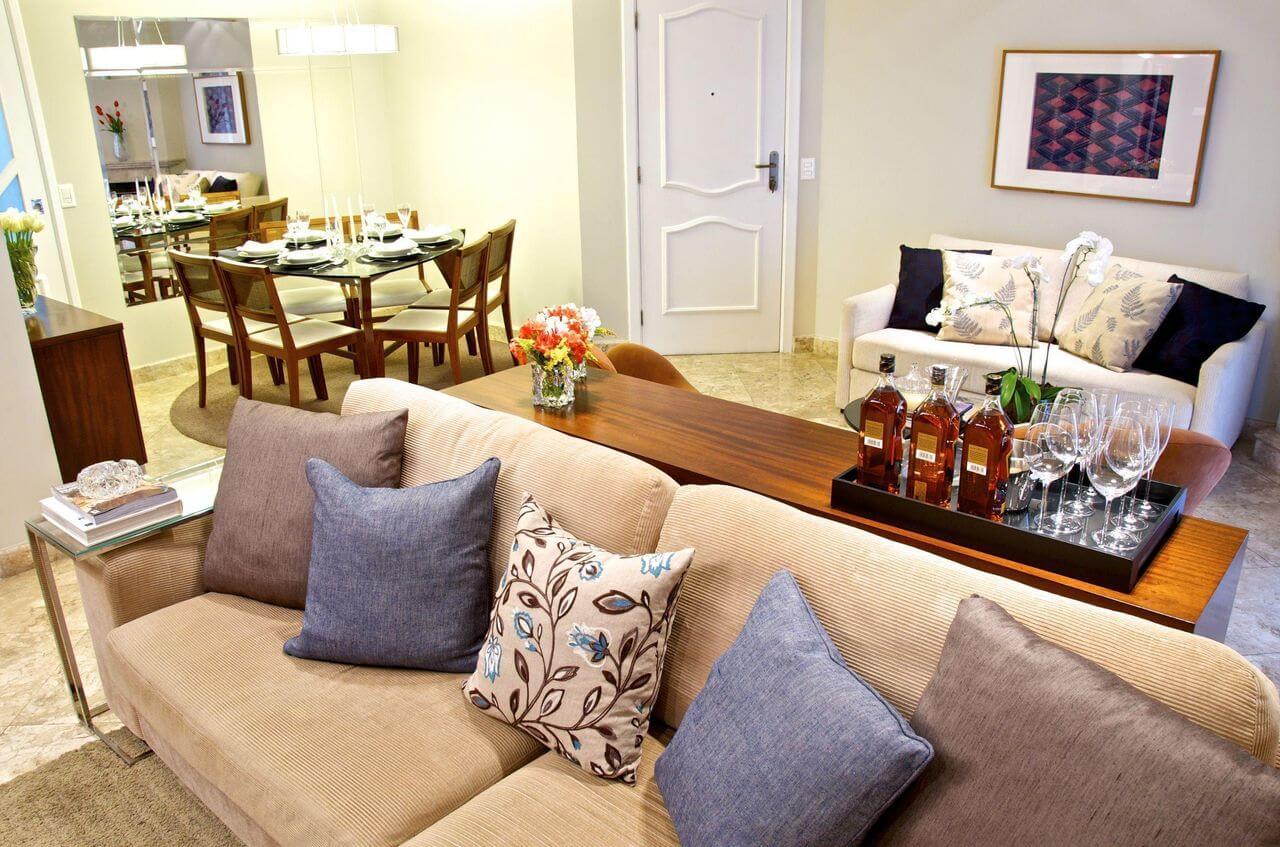 Sala de jantar pequena integrada com sala de estar Projeto de Danyela Correa