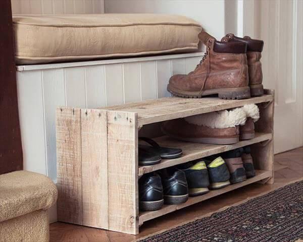 35 modelos de sapateira de pallet inspire se para fazer a sua. Black Bedroom Furniture Sets. Home Design Ideas