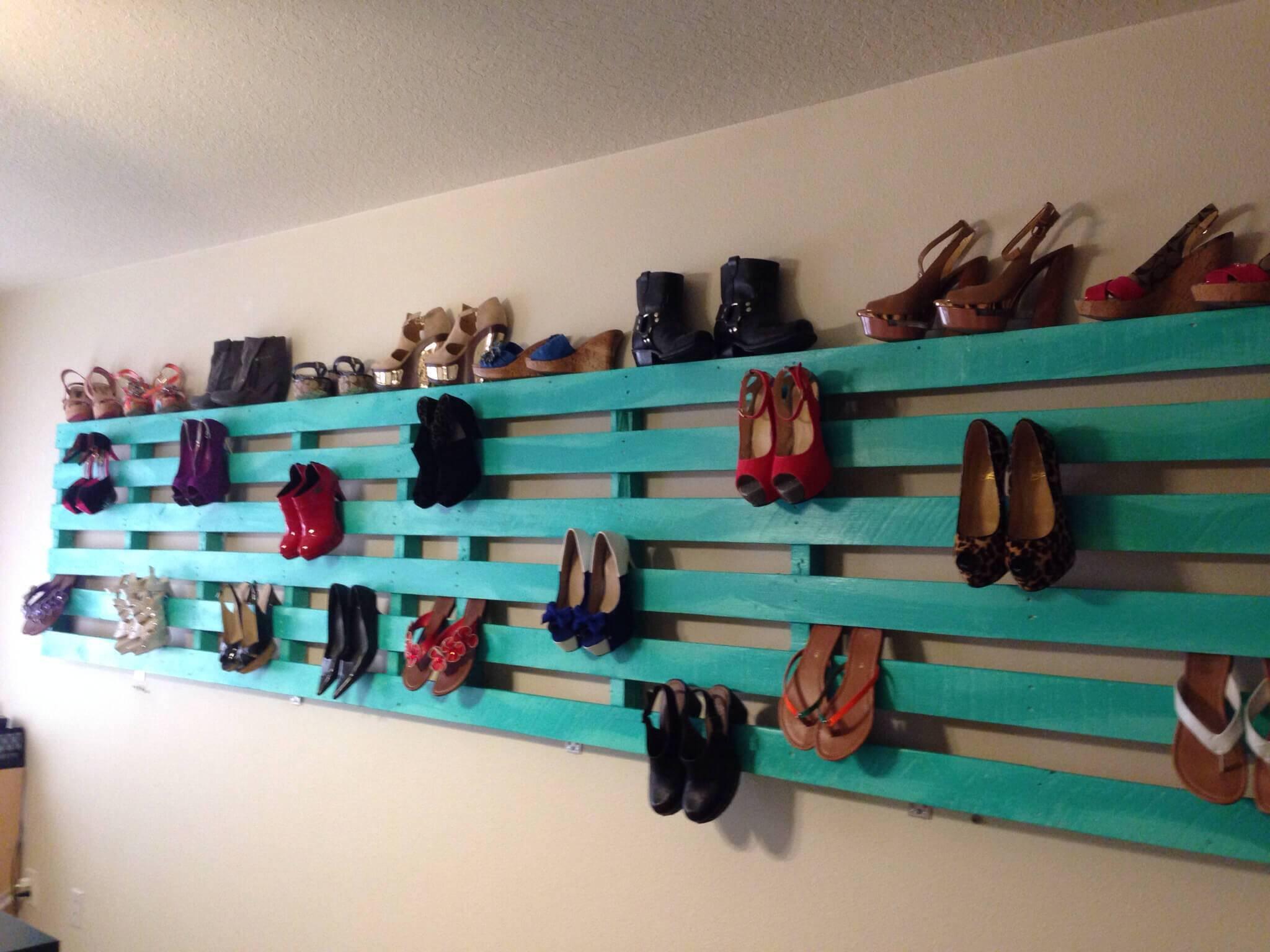 Sapateira de pallet simples e colorida para sapatos de salto alto