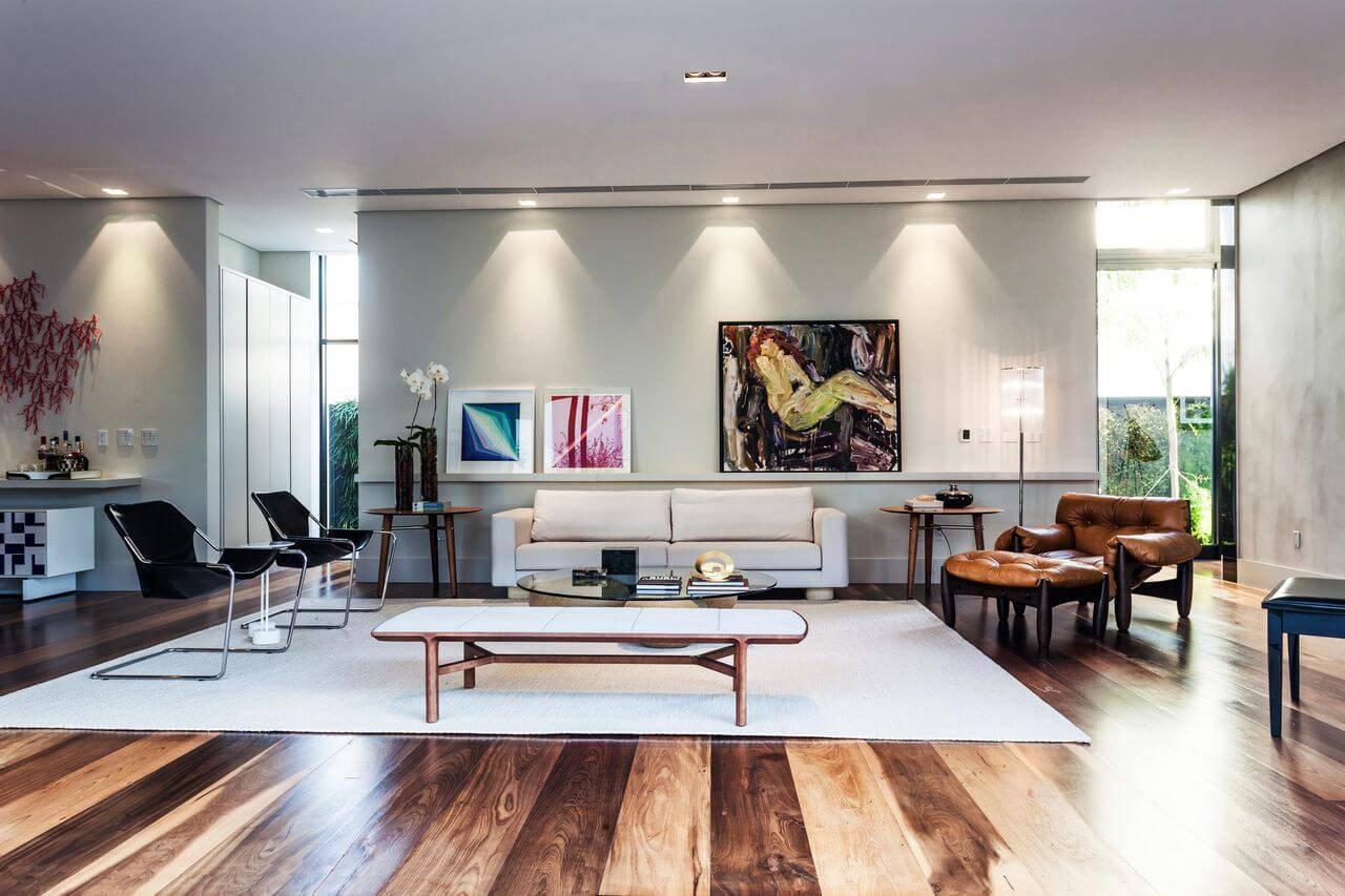 Tapetes para sala branco em sala de estar com decoração sofisticada Projeto  de Marchetti Bonetti 02ab8b205f