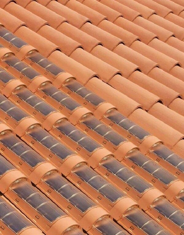 Um dos tipos de telhas mais inovadores são as telhas fotovoltaicas