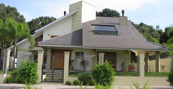 Telhado formado com tipos de telhas de concreto