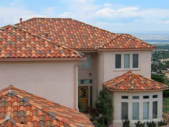 Tipos de telhas de cerâmica coloridas