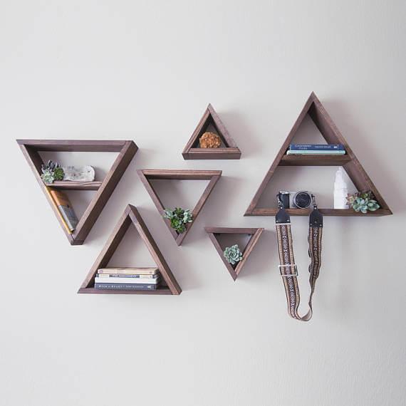 artesanato em madeira nichos triangulares em madeira escura