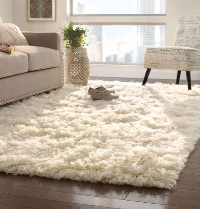 decoração clean com tapete peludo para sala Foto MdeMulher