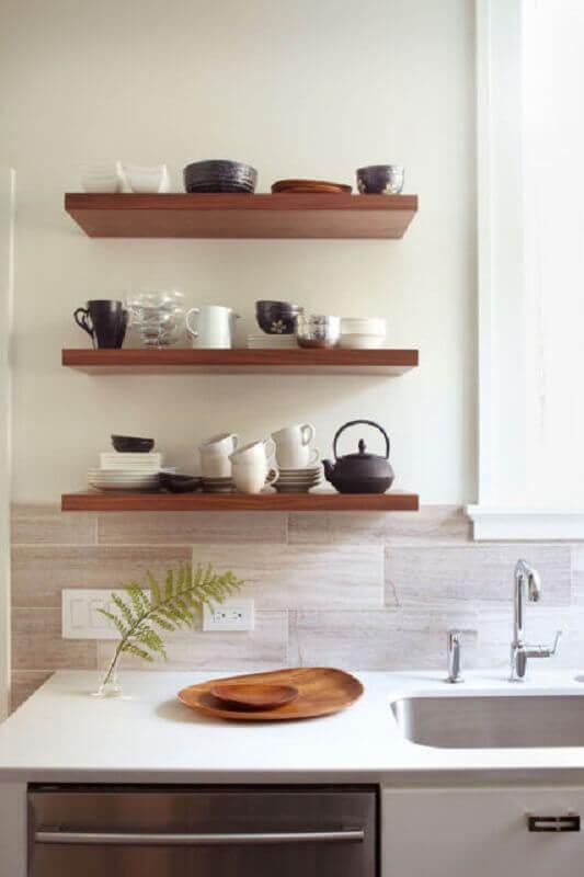 decoração com prateleira para cozinha de madeira pequena Foto Houzz