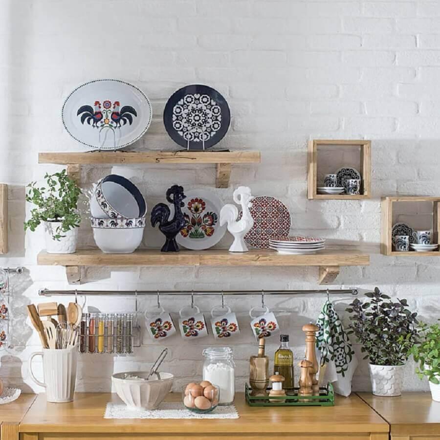 decoração com prateleira rústica para cozinha Foto Pinterest