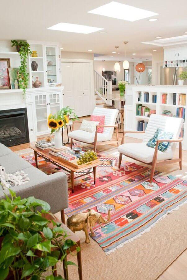 decoração para sala com tapete colorido Foto Pinosy