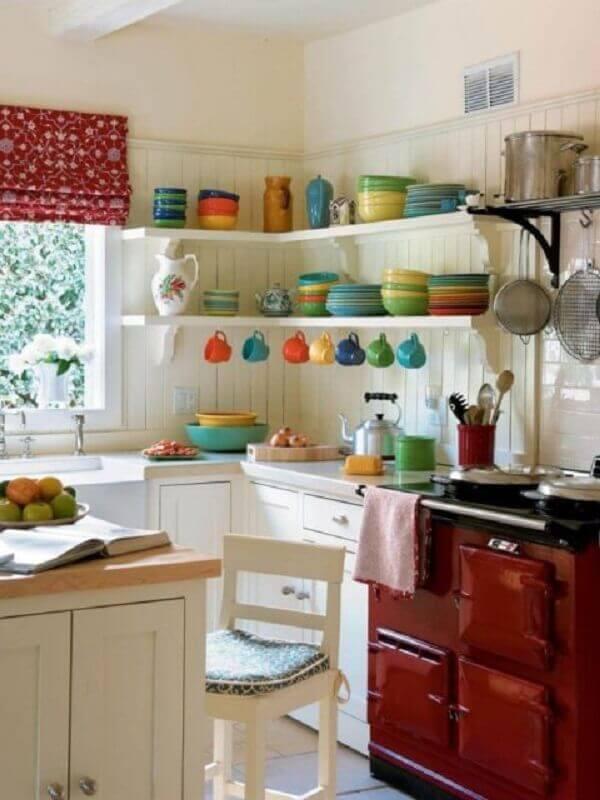 decoração simples com prateleira de canto para cozinha Foto Archello