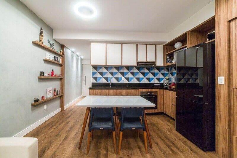 modelo de prateleira para cozinha estreita Foto Jéssica Alavaski