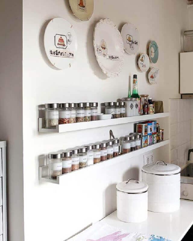 modelo de prateleira para cozinha para colocar temperos Foto Arquitrecos
