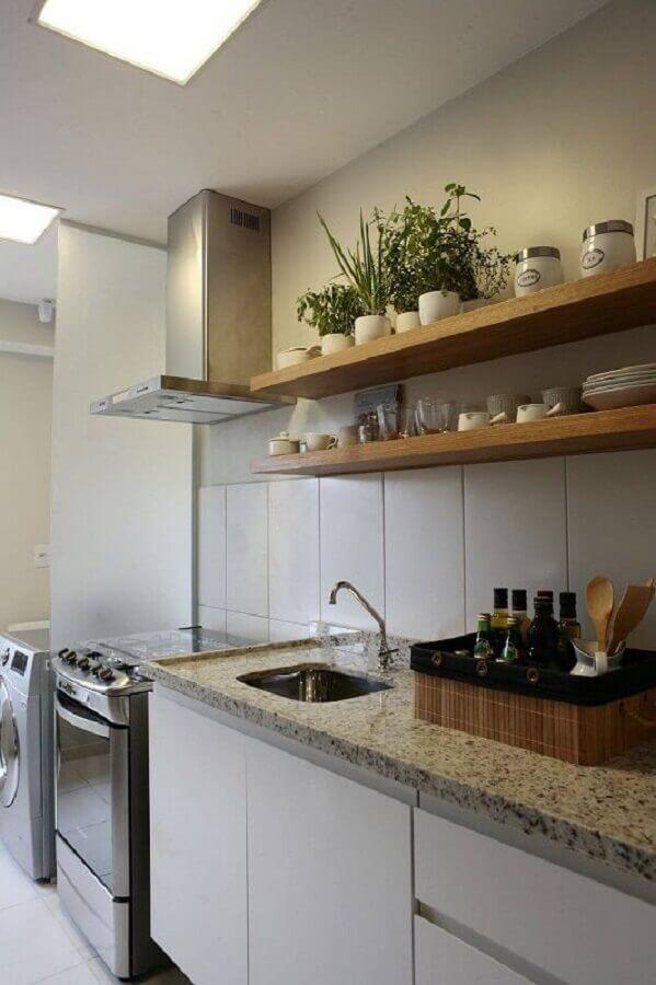prateleira de madeira para cozinha simples Foto SP Arquitetos