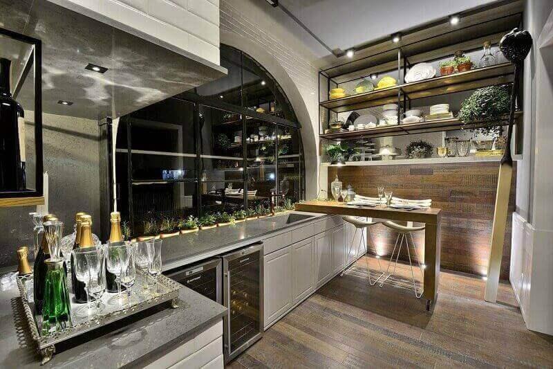 prateleira para cozinha com decoração moderna Foto Vertice Iluminação