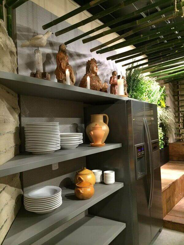 prateleira para cozinha aberta projeto de Mantovani e Rita