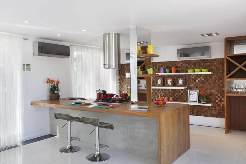 prateleira para cozinha colorida projeto de Leticia Araujo