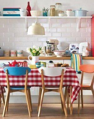 prateleiras para cozinha de casa de campo projeto de Raquel Mara