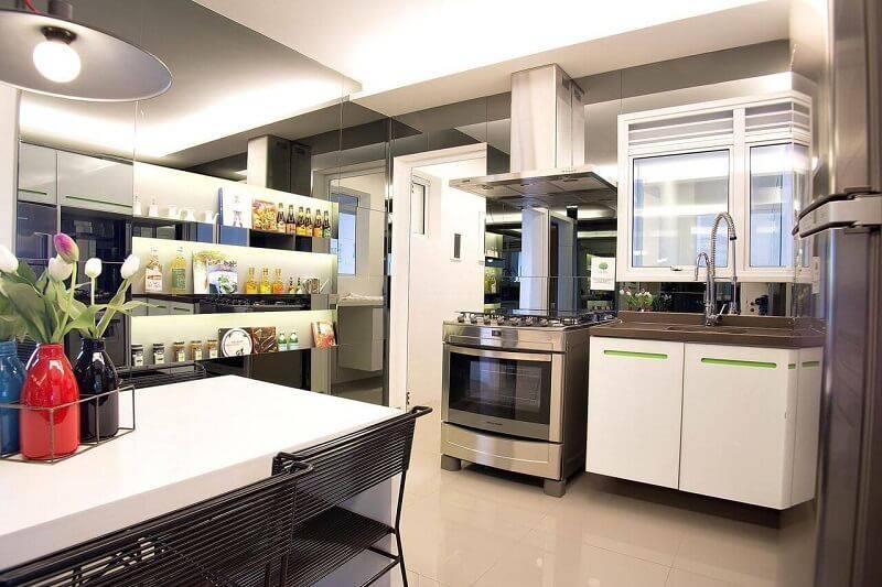 prateleira para cozinha em branco projeto de Migs Arquitetura