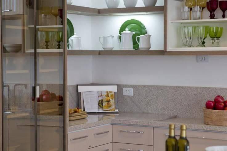 prateleira para cozinha planejada pequena projeto de Joel Caetano Paes