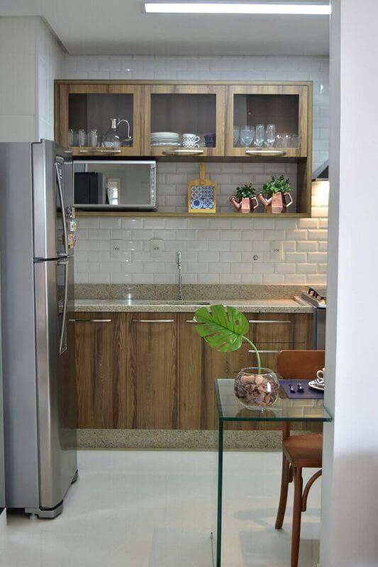 prateleira para cozinha rústica com fundo branco projeto veridiana said