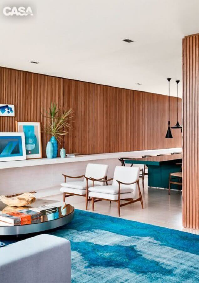 sala decorada com tapete azul Foto Pinterest