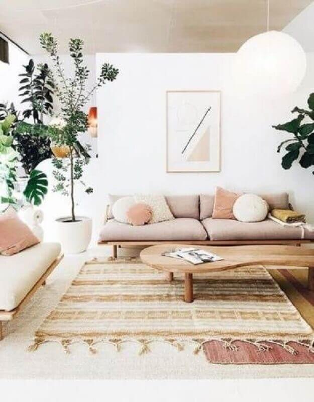 tapete para sala simples com sofá de madeira Foto Home Decor & Design