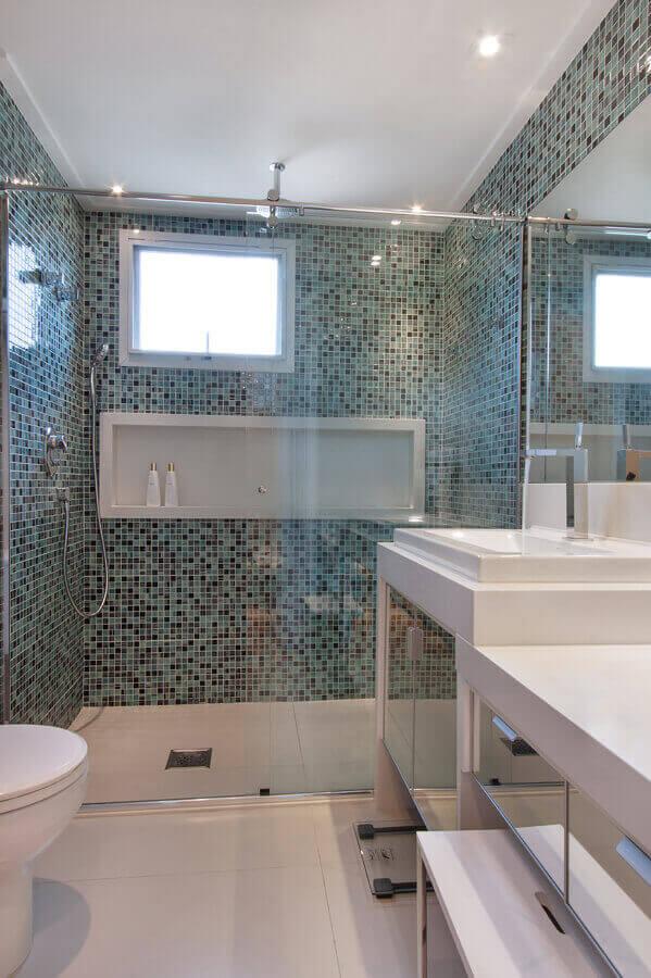 Banheiro com nicho dentro do box