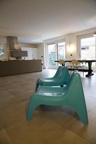 Cadeiras-azul-turquesa-Projeto-de-Gabriele-Barotto