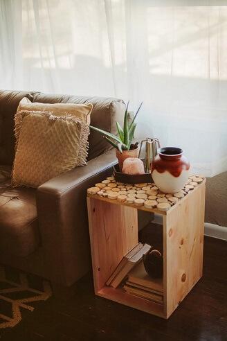 Caixote de feira como mesa de canto