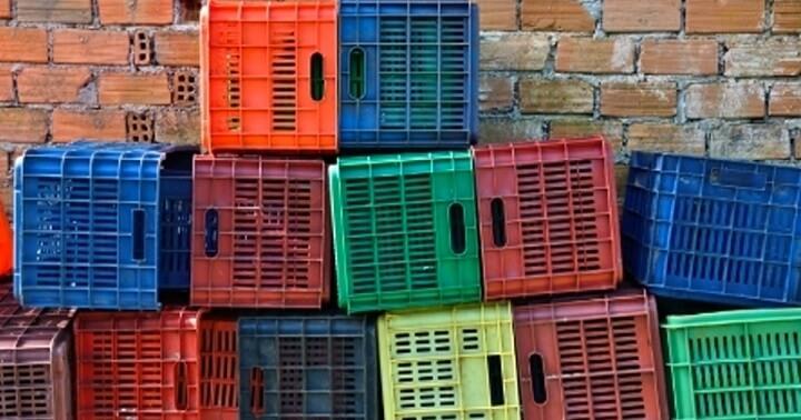 Caixotes de feira empilhados