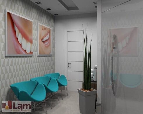 Clínica com cadeiras em azul turquesa Projeto de Lam Arquitetura