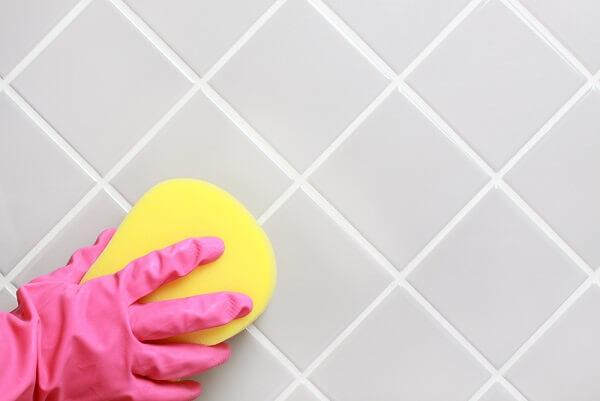 Como limpar azulejo de banheiro com limo