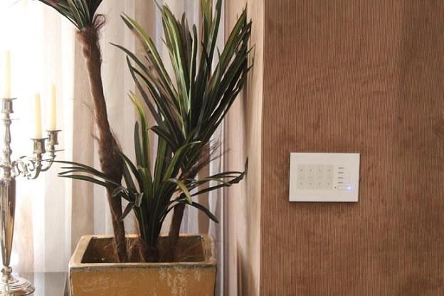 Controle de automação residencial em interruptor Projeto de One Touch