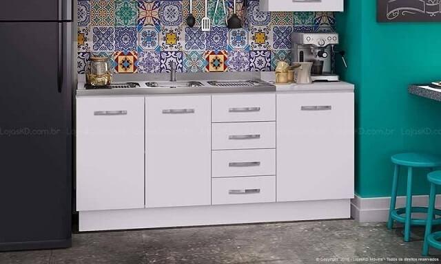 Cozinha modulada com armário branco Projeto de Lojas KD