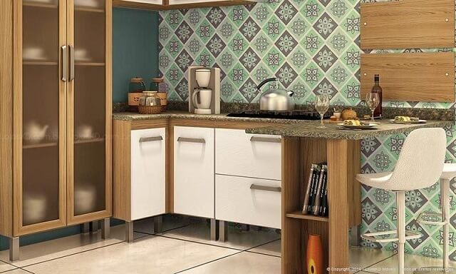Cozinha modulada com armário de portas brancas e de vidro Projeto de Lojas KD