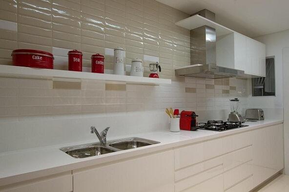 Cozinha modulada com pia dupla Projeto de Cristina Rei