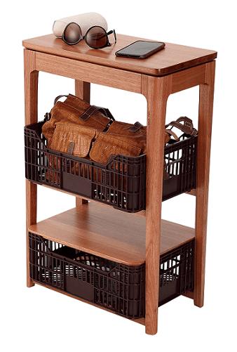 Criado-mudo feito com caixote de feira de plástico da linha de mobiliário da designer Daniela Ziegler