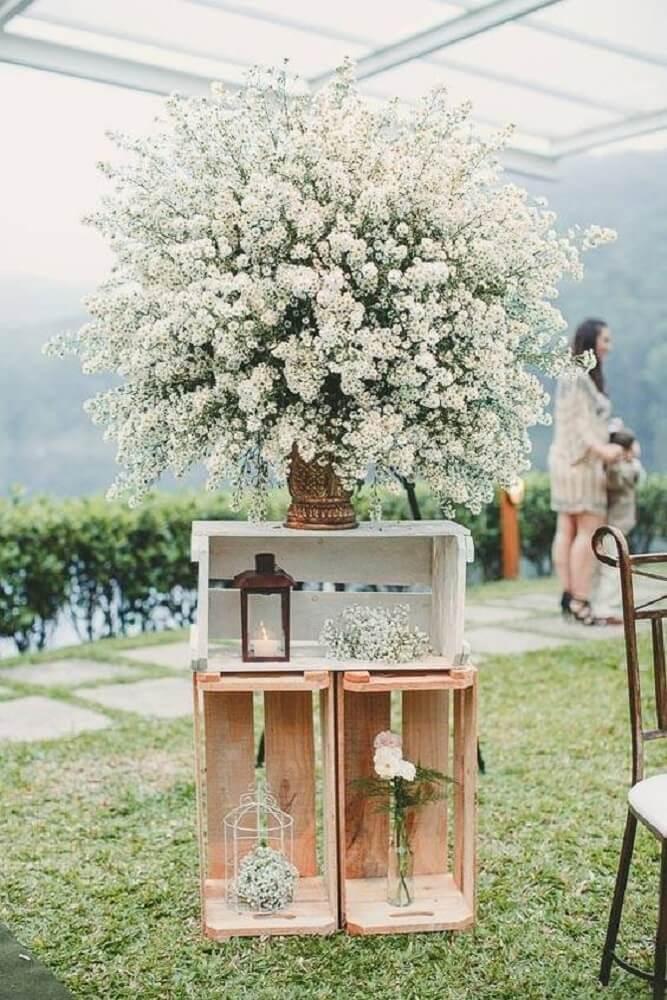 Decoração de casamento simples com caixotes de feira