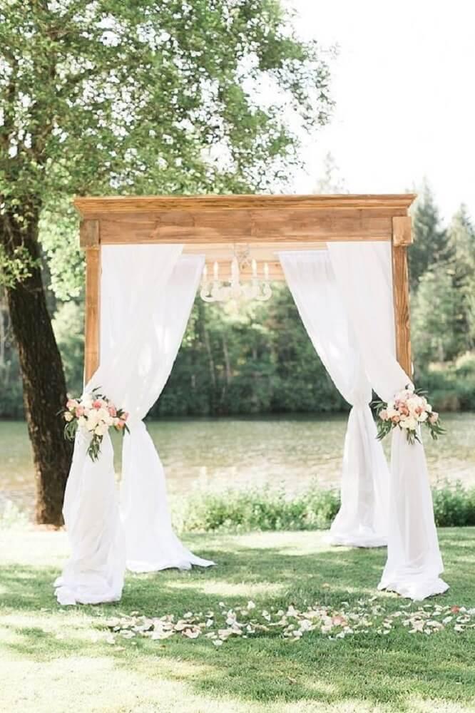 Decoração de casamento ao ar livre simples e romantica