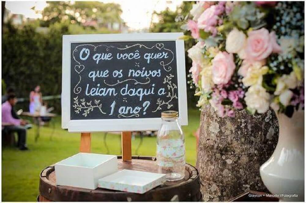 Decoração de casamento com placa decorativa