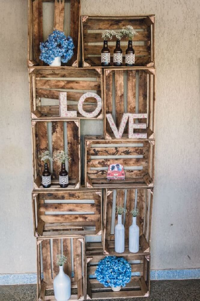 Decoração de casamento simples e bonita com caixotes de feira