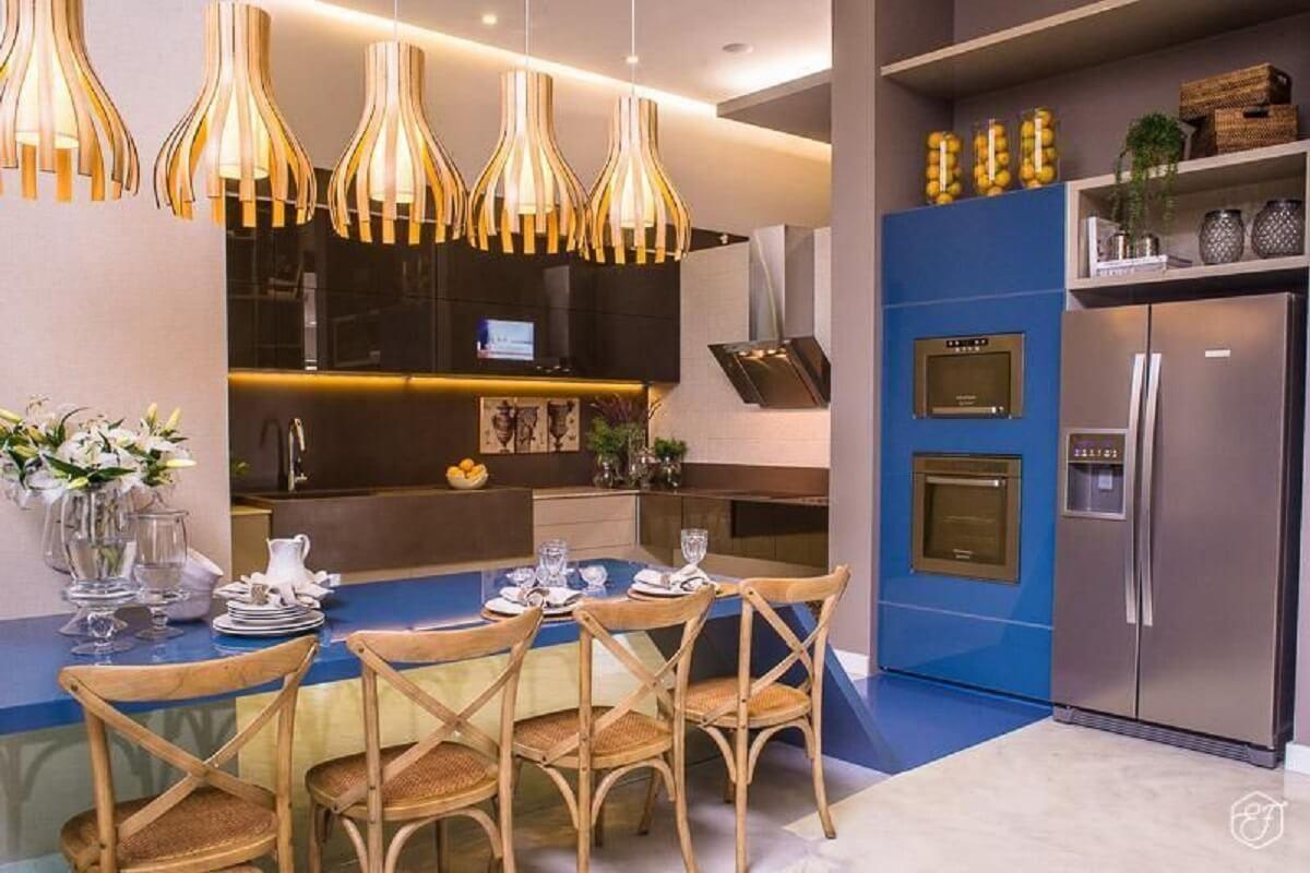 Decoração de cozinha planejada azul e cinza Foto Hiperbato Arquitetura