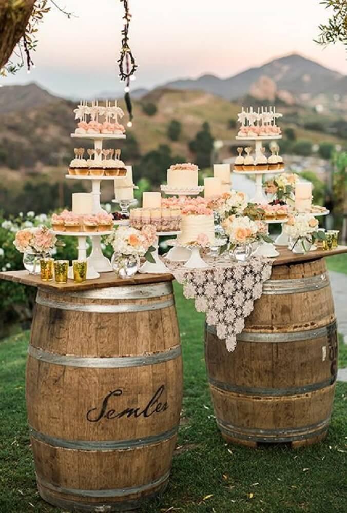 Decoração de casamento simples com barril
