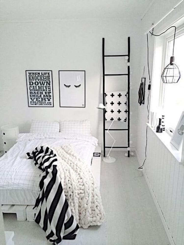 32. Decoração de quarto clean com objetos minimalistas