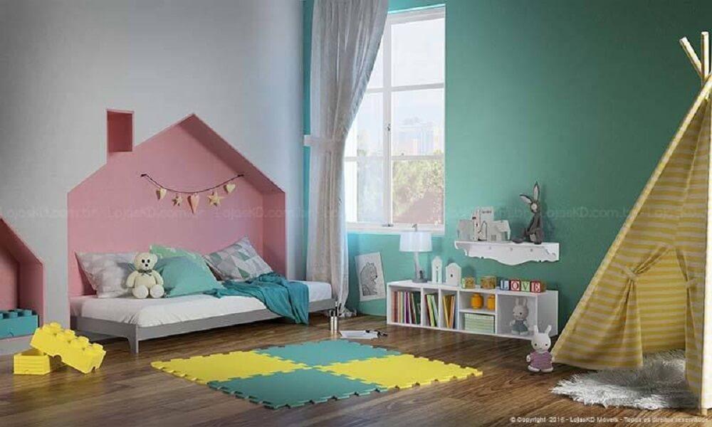 37. Linda decoração de quarto infantil com casinha e cabaninha
