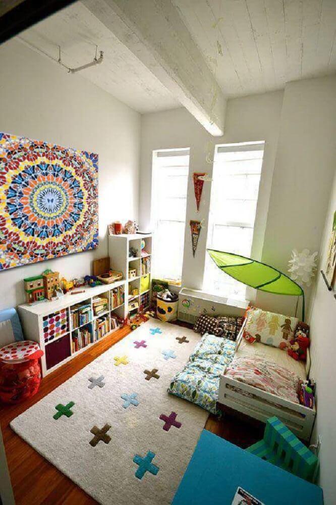 33. Decoração de quarto tumblr com mandala e pontos de cor