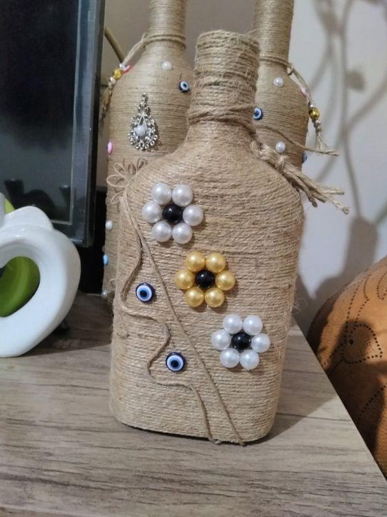 Garrafas Decoradas - garrafas decoradas com cordas e miçangas
